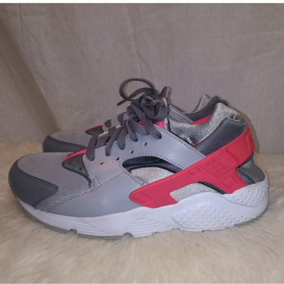 093e5761eb Nike air huarache sneakers size 6y. M_5b8884d6aa57193670aa645f